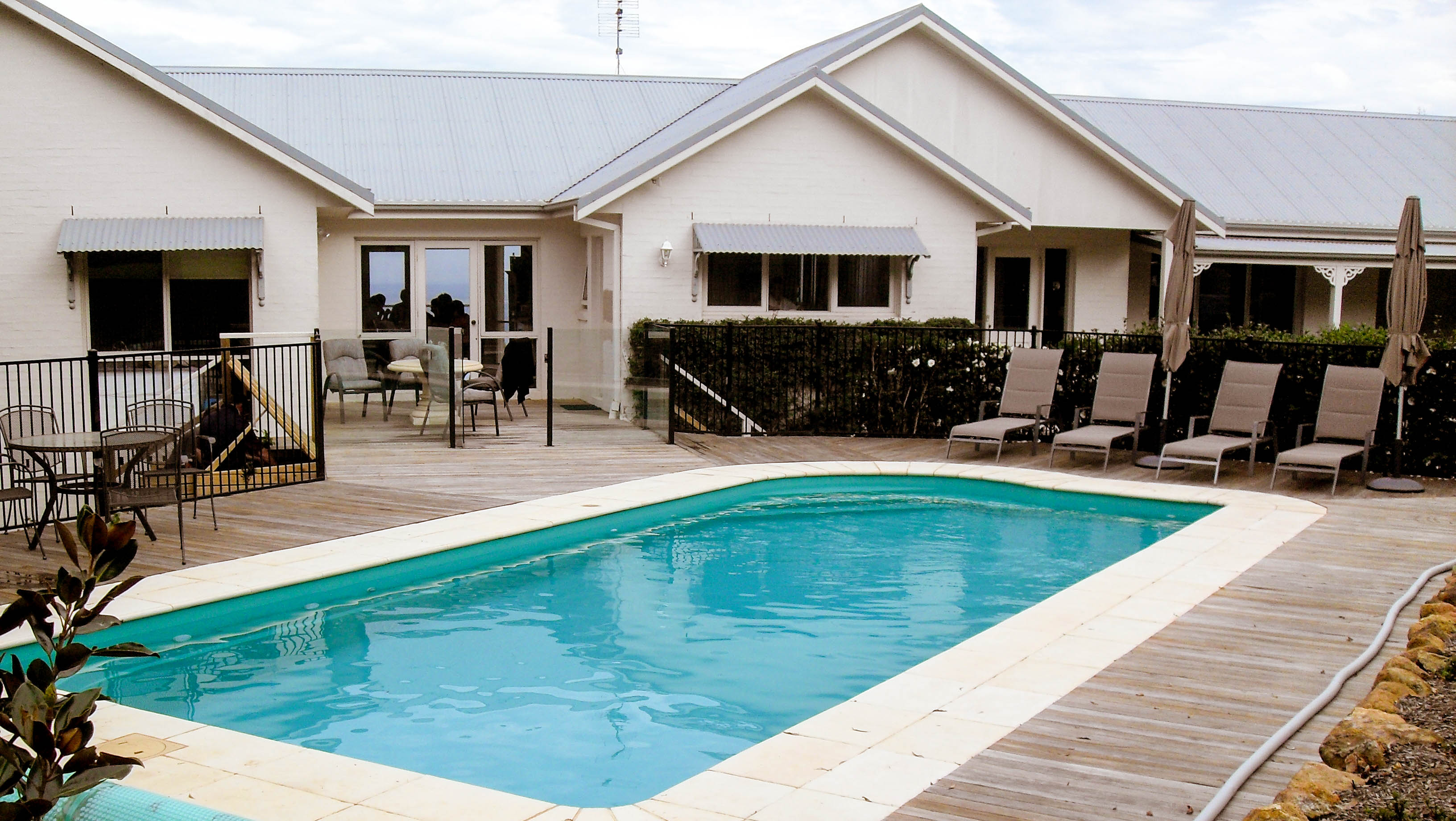 Classic style blue water pool