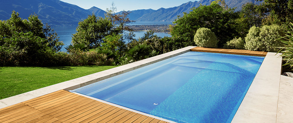 Luxury Swimming Pool with amaxing view to the mountains and lake